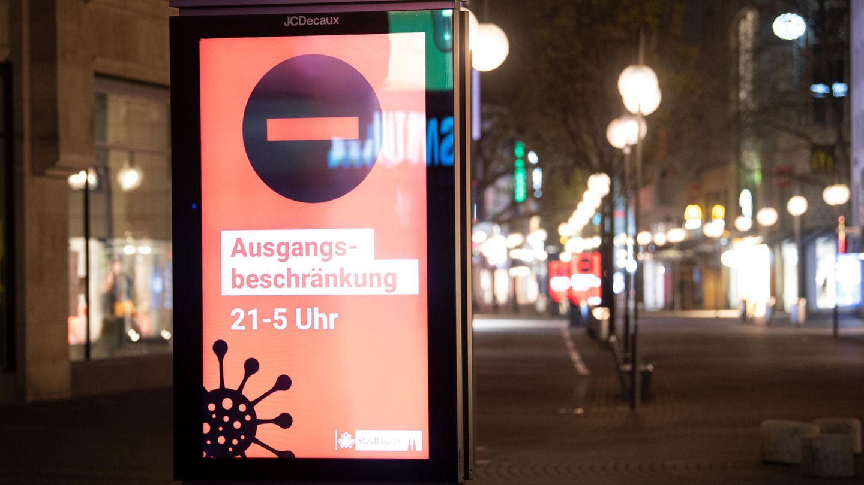Hinweis auf nächtliche Ausgangssperre in der Kölner Innenstadt