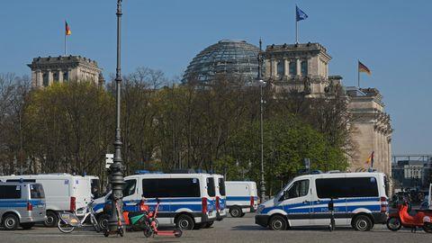 Polizei vor dem Bundestag in Berlin
