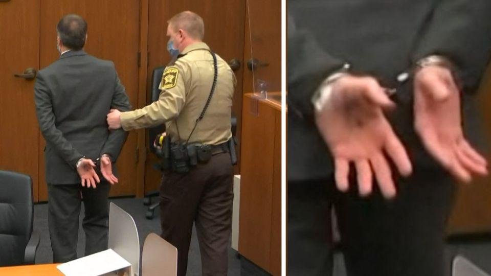 Derek Chauvin wird in Handschellen aus dem Gerichtssaal geführt – mit der Telefonnummer seines Anwalts auf der Hand.