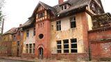 Die ersten Gebäude auf dem Gelände entstanden 1896 durch eine Initiative des Deutschen Roten Kreuzes.