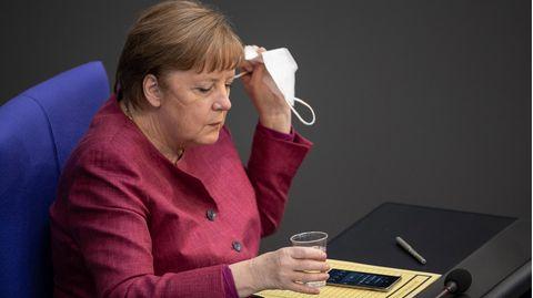 Bundeskanzlerin Angela Merkel legte ihre Maske ab