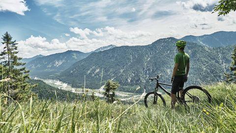 Karwendel: Entlang der Isar kann man bis nach München radeln – und ab und zu in die Berge ausweichen
