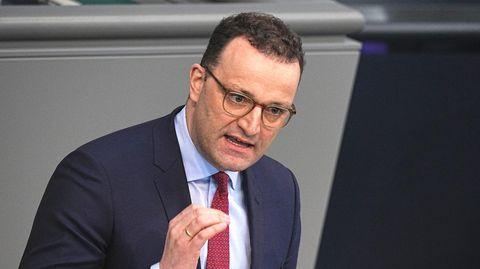 Jens Spahn (CDU), Bundesminister für Gesundheit, spricht in der Sitzung des Bundestags