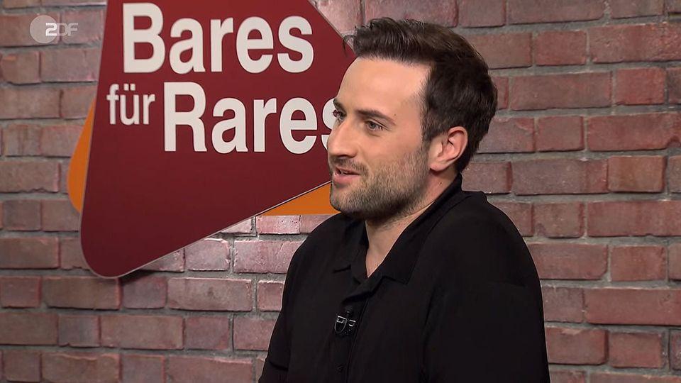 David Suppes sitzt im Studio von Bares für Rares in Pulheim