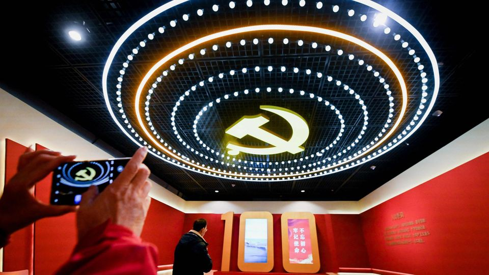100 Jahre KP China Hammer und Sichel