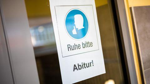 """Schild """"Ruhe bitte, Abitur"""""""