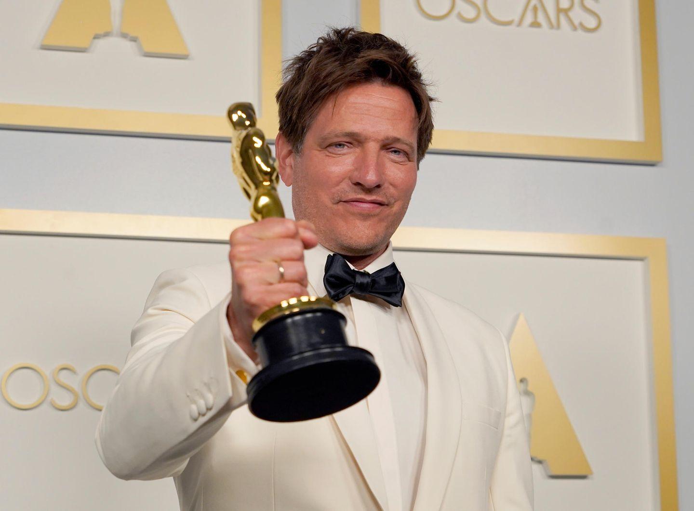"""Auch ein Däne gehörte zu den Gewinnern des Abends: Regisseur Thomas Vinterberg erhielt für seinen Film """"Der Rausch"""" den Auslands-Oscar."""
