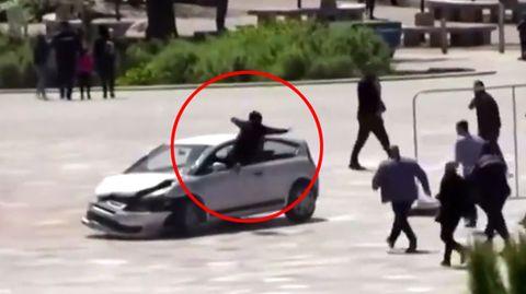 Fernsehkameras hielten die Szene in Albaniens Hauptstadt Tirana fest
