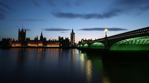 Nahe der London Bridge war eine Frau in die Themse gestürzt