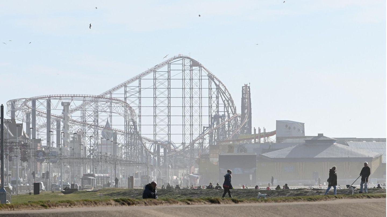 Die Achterbahn an der Küste der britischen Stadt Blackpool