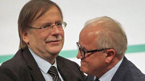Vor zwei Jahren gratulierte DFB-Vize Rainer Koch (l.) ganz brav dem frisch gewählten Präsidenten Fritz Keller