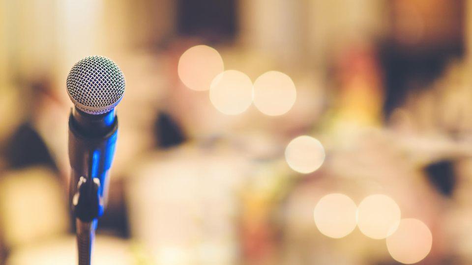 Ein Mikrophon als Symbolfoto für die Geschichte über Vladislav Ivanov in einer Talentshow
