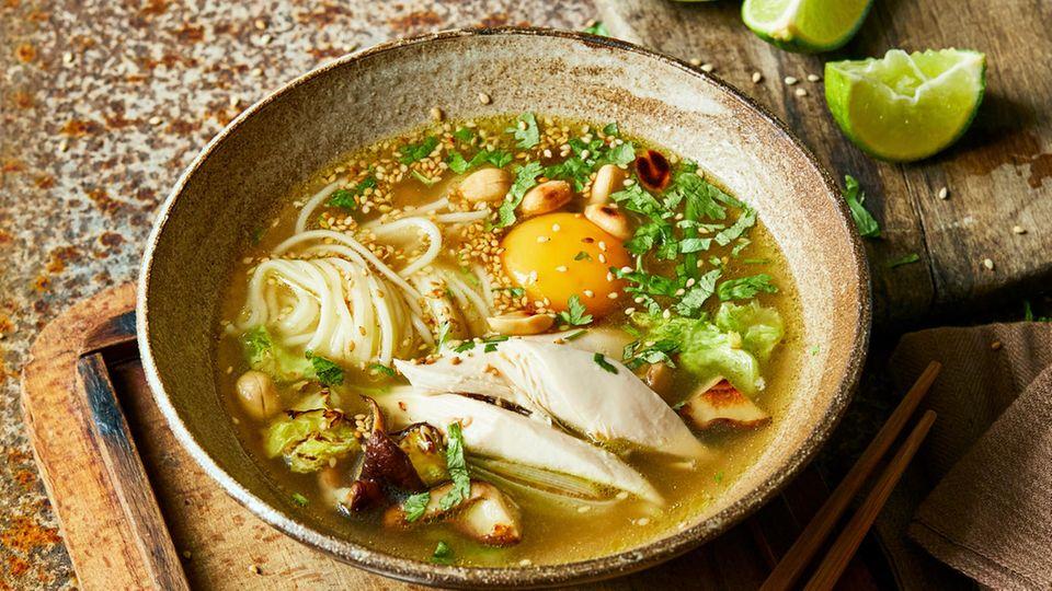 Ramen-Suppe mit Hähnchen