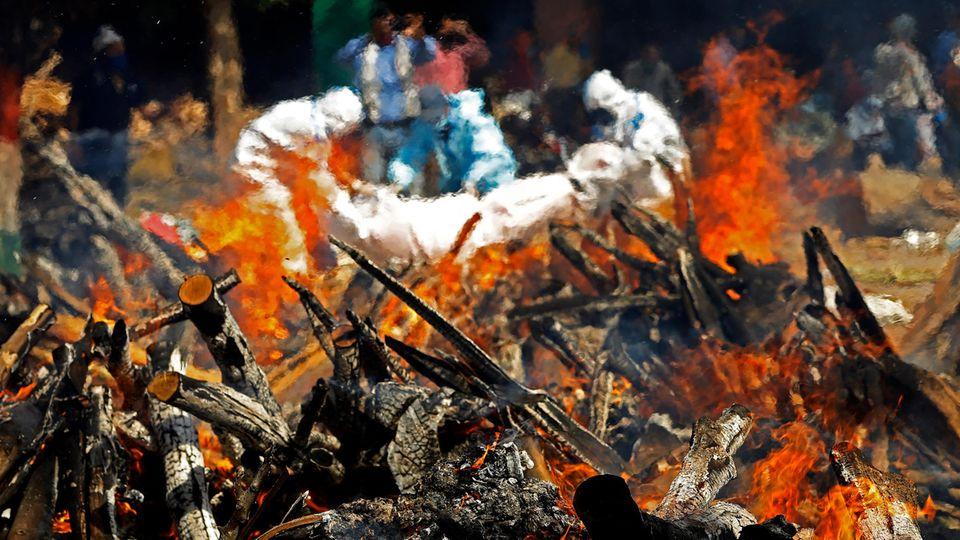 Die Corona Toten werden neben den Krematorien verbrannt