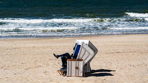 Einzelner Strandkorb amStrand inWesterland auf Sylt