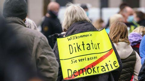 """""""Querdenken""""-Kundgebung in Wiesbaden"""