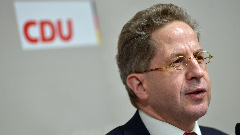 Hans-Georg Maaßen mit CDU-Logo im Hintergrund