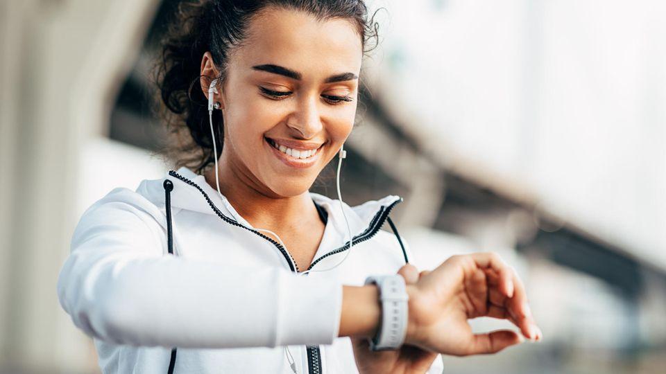 27 Fitnesstracker und Smartwatches verglich Warentest im aktuellen Test (Symbolbild)
