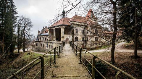Schloss Wildhaus  Dieses verfallene Gebäude liegt bereits auf dem Gebiet des heutigen Sloweniens, am Rande des Dorfes Spodnji Slemen. Das häufig umgebaute Anwesen – jetzt im Stil des romantischen Historismus um 1900 – diente zuletzt als Altersheim. Seit 1989 ist das Schloss unbewohnt, kein Käufer hat sich bisher gefunden.