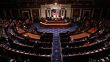 US-Präsident Joe Biden spricht vor teilweise leeren Stuhlreihen im Repräsentantenhaus