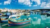 Malta  Der Inselstaat will ab dem 1. Juni für den internationalen Tourismus öffnen. Schon ab dem 10. Mai dürfen Restaurants wieder Besucher willkommen heißen und bis 17 Uhr an Tischen bedienen. Das Besondere:Mehr als 40 Prozent der Gesamtbevölkerung haben bislang zumindest eine Impfung bekommen. Die Regierung will geimpfte Ausländer in Kürze mit einer Vorzugsbehandlung ins Land locken.
