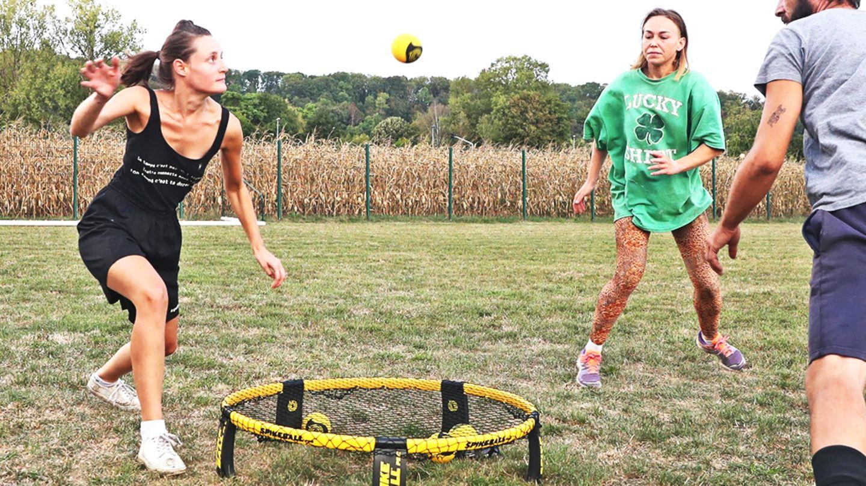 Spiele-im-Garten-Trendsport-im-Sommer-Spikeball-und-weitere-Outdoor-Spiele-im-Test