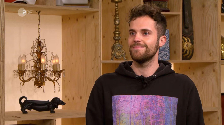 Verkäufer Joshua Wygand steht im Studio von Bares für Rares in Pulheim