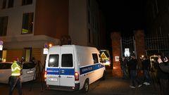 Polizeifahrzeug am Tatort in Potsdam