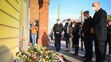 Trauernde Politiker am Tatort in Potsdam