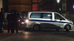Nähere Angaben zur Identität der Opfer macht die Polizei nicht. Noch in der Nacht fahren Bestattungswagen amThusnelda-von-Saldern-Haus. Die Leichname werden zur Gerichtsmedizin gebracht.