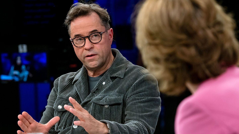 "Jan Josef Liefers in der ZDF-Talkshow ""Maybrit Illner"""