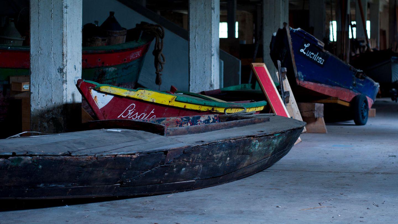 """Bild 1 von 9der Fotostrecke zum Klicken:Bootsmuseum in Forte Marghera  Der Verein Il Caicio hat über die Jahre einzigartige Boote aus der Lagune zusammengetragen und bewahrt sie in einer Lagerhalle auf. Doch 2017 wurde das Projekt aufgegeben, die Sammelobjekte verstauben, """"eine völlig unkuratierte Ausstellung"""" schreibt der Fotograf."""