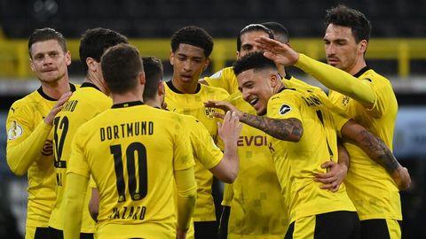 Jubelnde Dortmunder nach dem 5:0-Sieg im Pokal-Halbfinalegegen Holstein Kiel