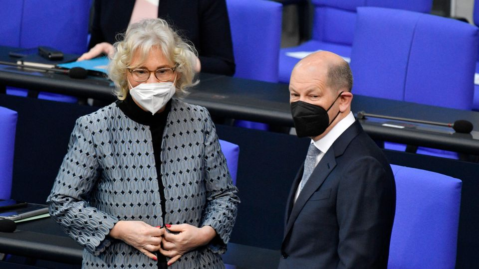 BundesjustizministerinChristine Lambrecht und Bundesfinanzminister Olaf Scholz (beide SPD)
