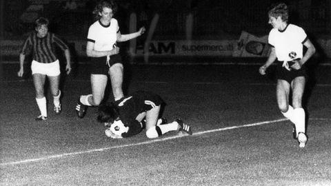 Szene aus dem Fußballweltmeisterschaftsspiel der Frauen zwischen Deutschland und Dänemark am 12.07.1970 in Bologna