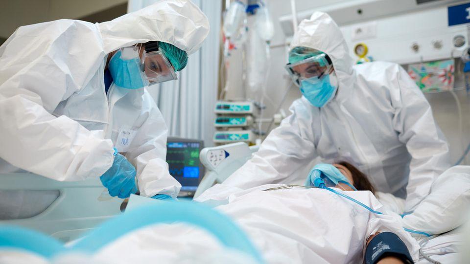 Ärzte und Pflegepersonal kämpfen an vorderster Front in der Pandemie