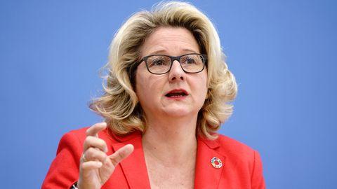 Bundesumweltministerin Svenja Schulze (SPD) bei einer Pressekonferenz 2020