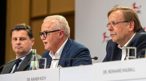 Christian Seifert (l.), Fritz Keller und Rainer Koch gemeinsam auf der Pressekonferenz in Berlin im Jahr 2019