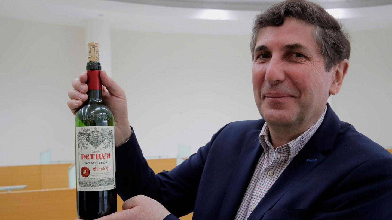 Eine Flasche des Pétrus-Rotweins