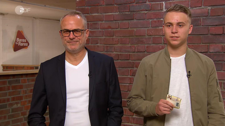 Vater und Sohn Volprecht stehen im Studio von Bares für Rares in Pulheim