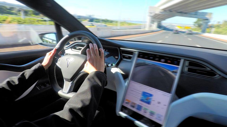 Vom autonomen Fahren unter allen Bedingungen ist Tesla weit entfernt.