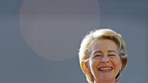 Ursula von der Leyen lacht