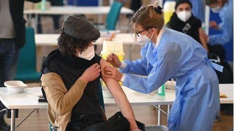 News zur Corona-Pandemie: 12.656 Neuinfektionen in Deutschland – Inzidenz sinkt weiter