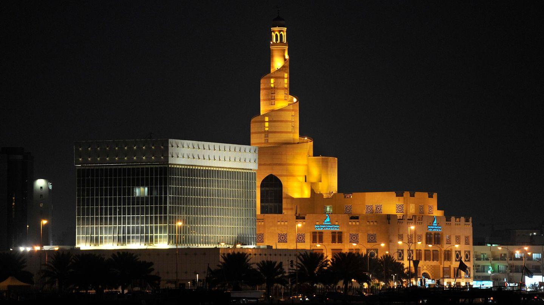 Doha, Katar: Qatar Islamic Cultural Center  Unübersehbar in der Hauptstadt Katars: das islamische Kulturzentrum, auch Fanar genannt, mit seinem schneckenförmigen Turm aus dem Jahre 2008.