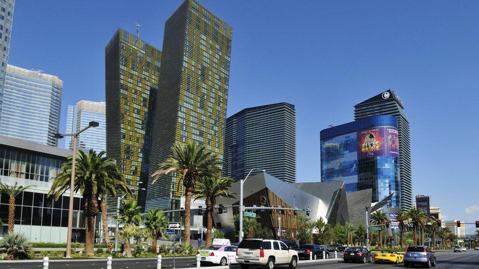 Las Vegas, USA: Veer Towers   Diese 2010 fertiggestellten schrägen Zwillingstürme entwarf Helmut Jahn. Sie stehen am legendären Strip in Las Vegas und beherbergen neben dem Mandarin Oriental Hotel auch 337 Luxus-Eigentumswohnungen.