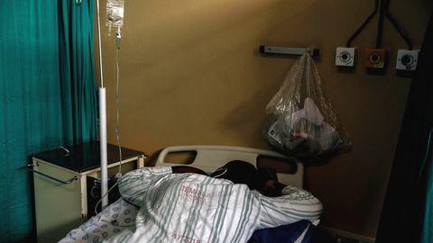 Ein Corona-Infizierter in einem Krankenhaus in Südafrika