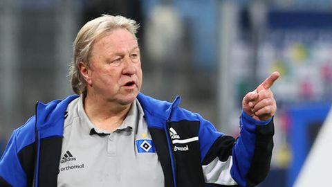 Horst Hrubesch coacht den HSV von der Seitenlinie aus