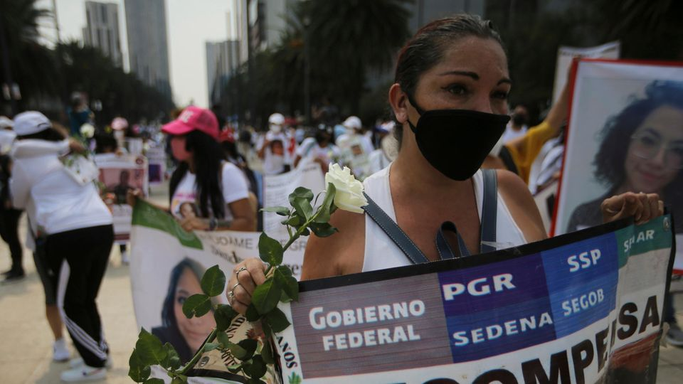 In Mexiko haben am Montag tausende Angehörige für die Aufklärung zahlreicher Vermisstenfälle teilgenommen.