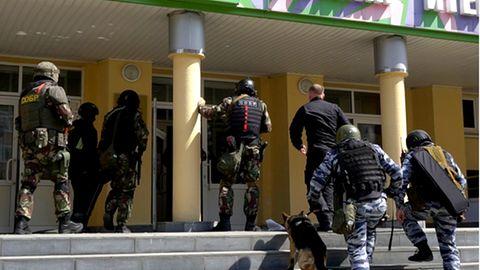 Russland, Kasan: Spezialeinheit der russischen Polizei nach einem Angriff auf eine Schule