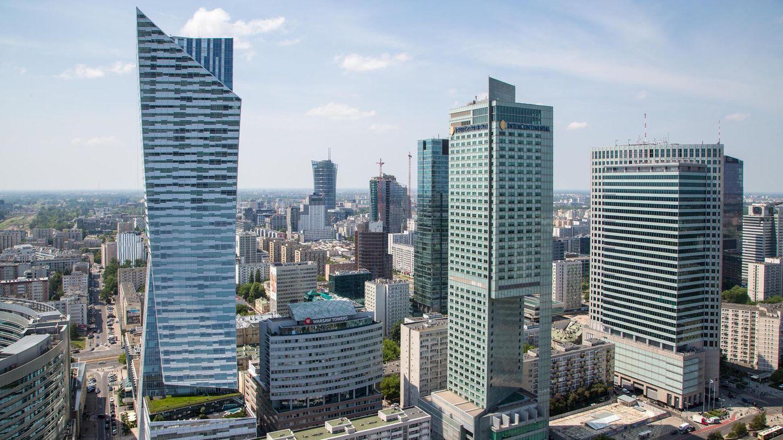 Warschau, Polen:Złota 44 (2016)  Als Daniel Libeskind kurz nach dem Zweiten Weltkrieg impolnischen Łódź geboren wurde, lag Warschau noch in Schutt und Asche. Jahrzehnte später ragt neben dem Kulturplast das von ihm entworfene192 Meter hoheWohnhochhaus in den Himmel.